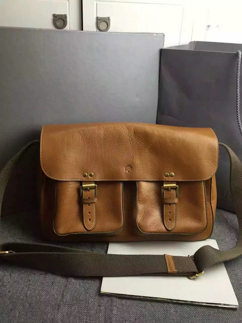 Classic Mulberry Men's Messenger Bag in Oak Leather